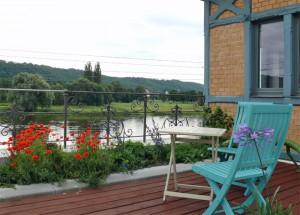 Ferienwohnung Dresden Laubegast - Terrasse mit Blick über die Elbe, direkt am Elberadweg